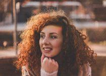 Como desembaraçar cabelo crespo ou cacheado