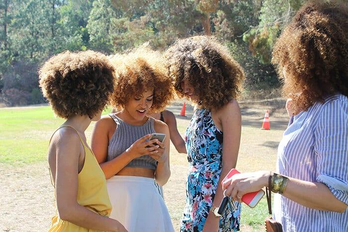cabelo crespo verão people 2591670 1920