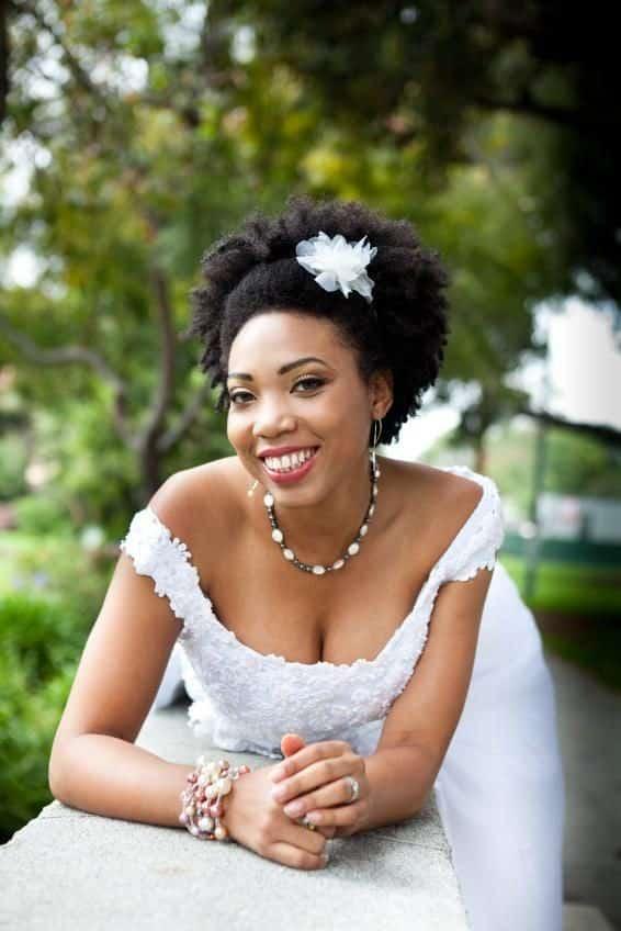 wedding-hairstyles-for-long-natural-hair-noivas-negras-penteados-para-casamento-cabelos-crespos-30-1493729-7875913-2452089