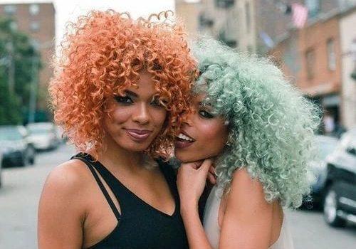 negras com cabelo colorido