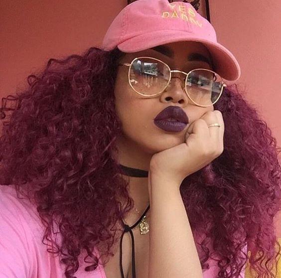 negras com cabelo rosa