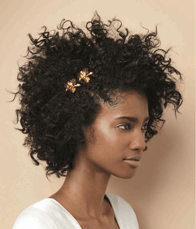 penteados-para-casamento-para-cabelo-curto-e-crespo-afro-com-acessorios