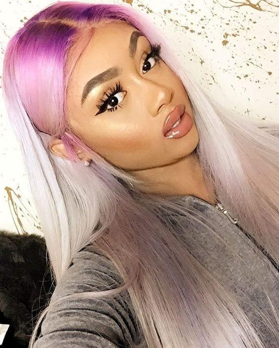 moça negra com cabelo colorido roxo
