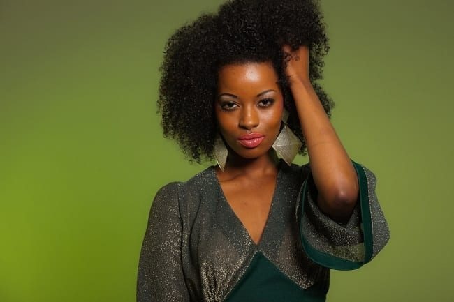 Woman-with-curly-natural-hair-hand-in-her-hair