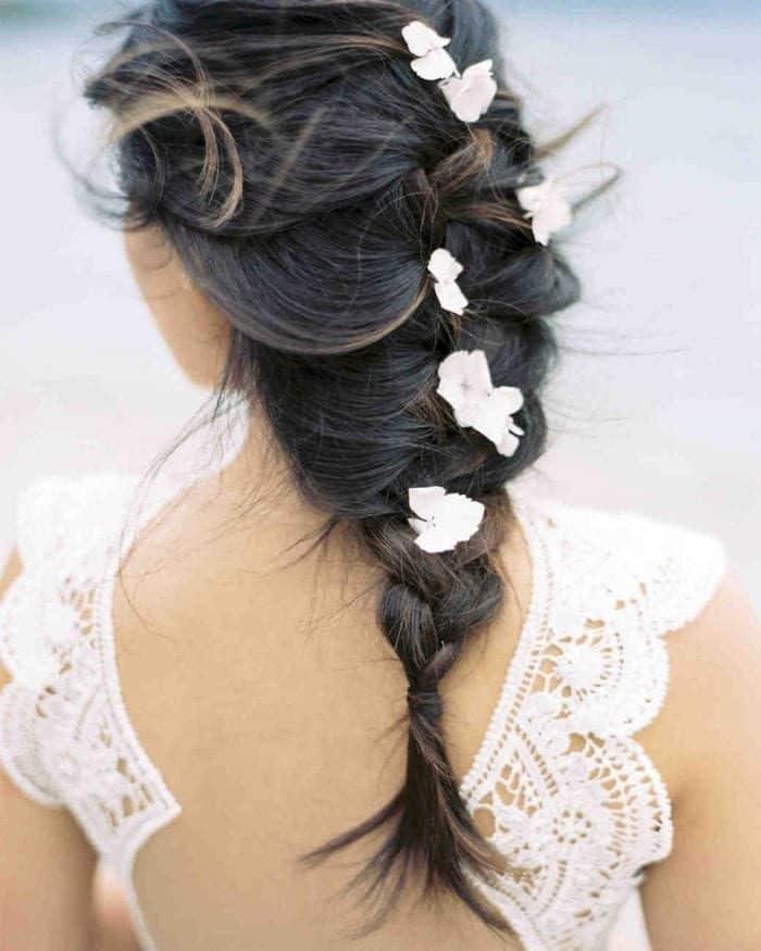 Noivas com flor no cabelo floral hairstyles kt grant photo 0618 vert 700x875 1622806 4650460