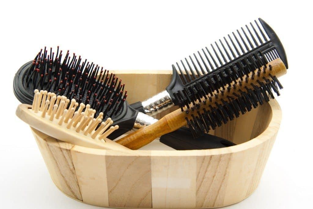 colocar escova de cabelo de molho 1656713 5555044