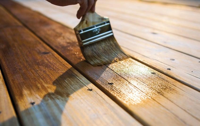 Como envernizar madeira